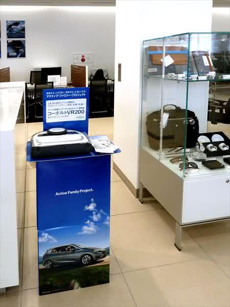 BMWディーラー店内風景